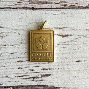 """Baum-kuchen """"Fragile"""" – Brass Charm"""